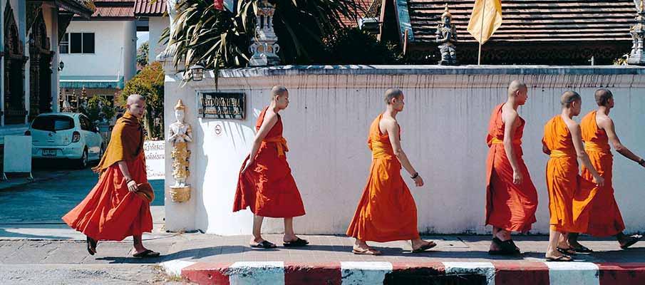 buddhist-monks-chiang-mai-thailand