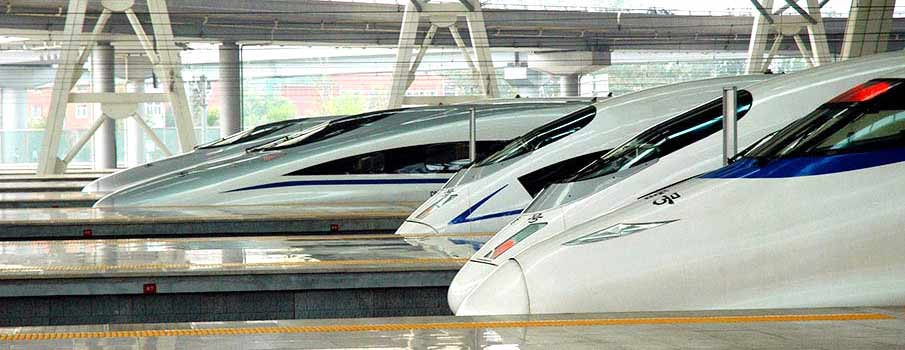 train-hekou-kunming-lijiang-china