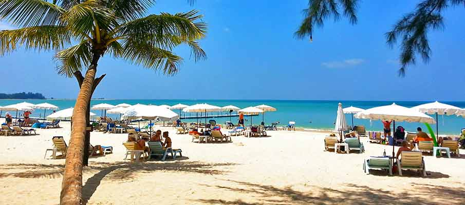 khao-lak-tourists-beach