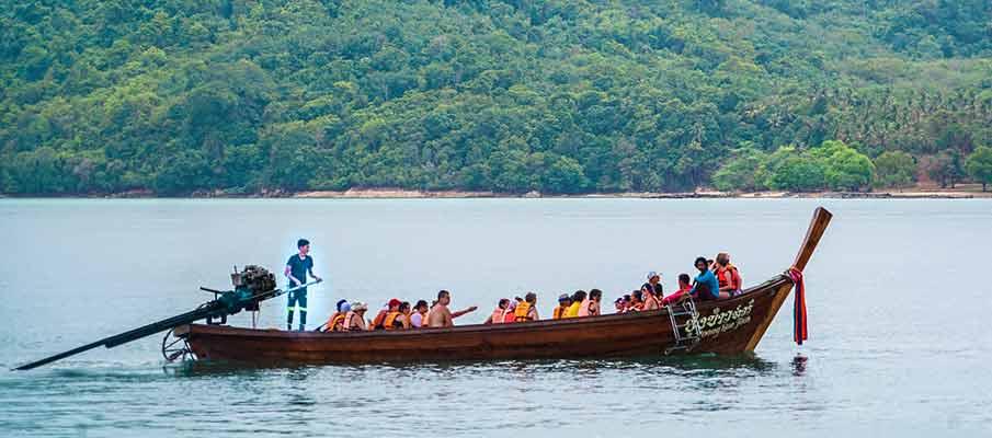 koh-phi-phi-tourists-thailand