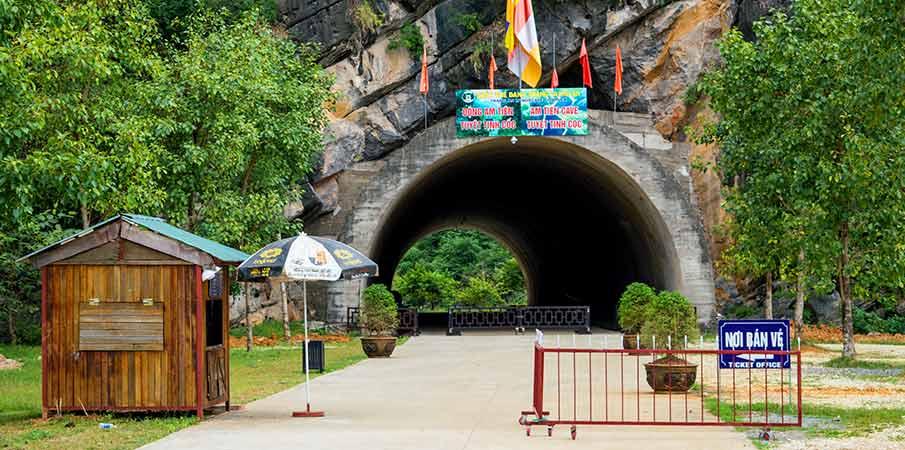 am-tien-pagoda-cave-entrance-ninh-binh