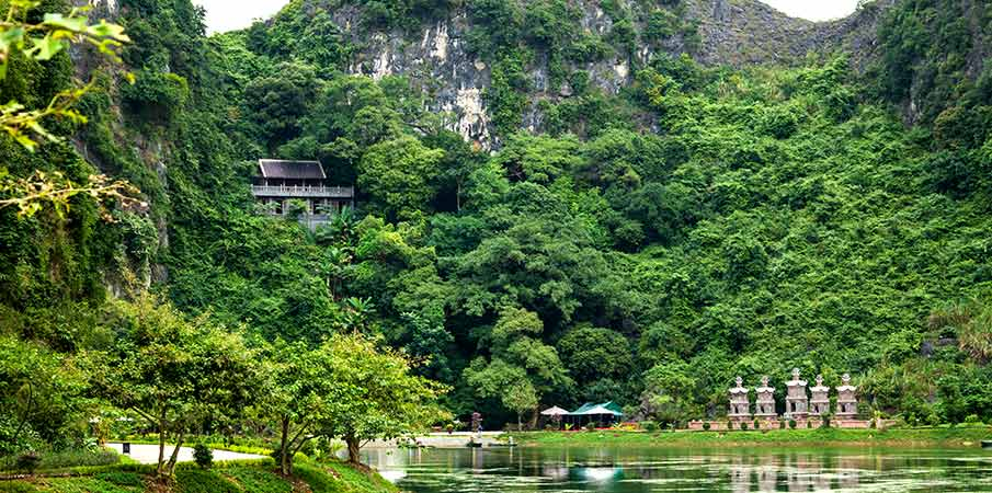 am-tien-pagoda-cave-ninh-binh-vietnam