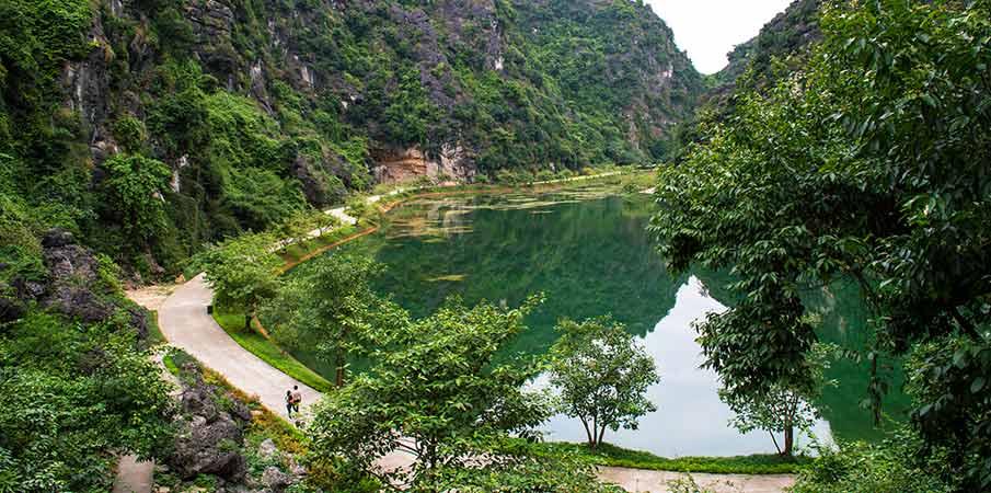 am-tien-pagoda-south-gate-vietnam