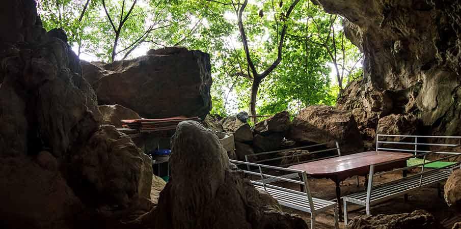 hang-doi-cave-view-moc-chau