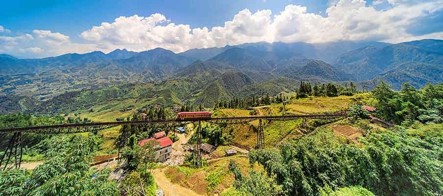 mountain-train-sapa-to-muong-hoa-station
