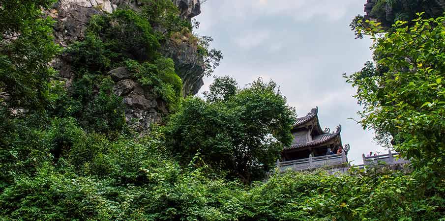 pagoda-am-tien-ninh-binh-vietnam