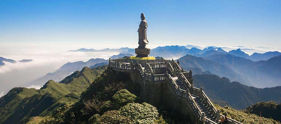 statue-fansipan-mountain-sapa-vietnam