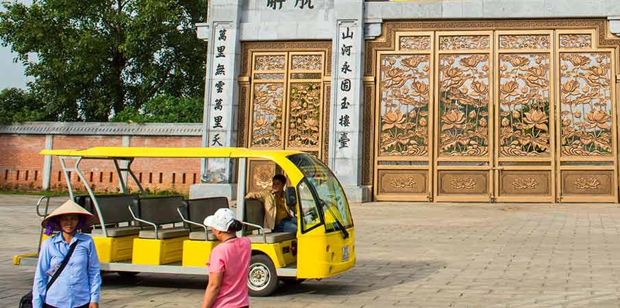bai-dinh-pagoda-gate-electric-car