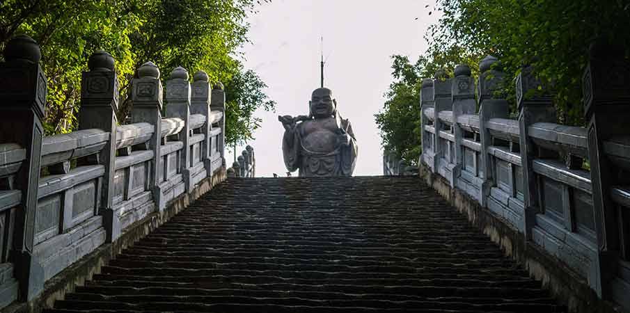 bai-dinh-pagoda-maitreya-statue-vietnam