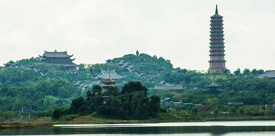 bai-dinh-palace-pagoda-vietnam