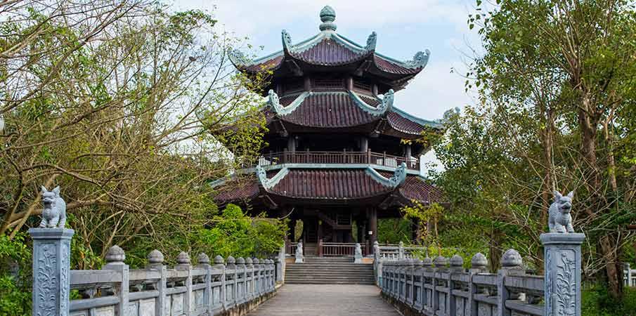 bell-tower-bai-dinh-pagoda-vietnam