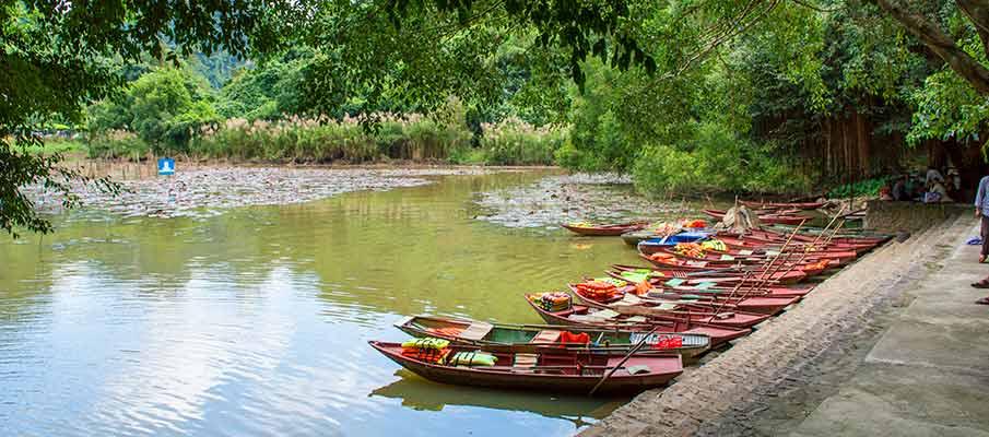 boat-ride-thung-nham-bird-park-vietnam