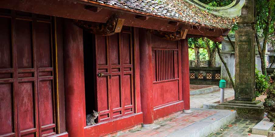 hoa-lu-ancient-capital-building-vietnam