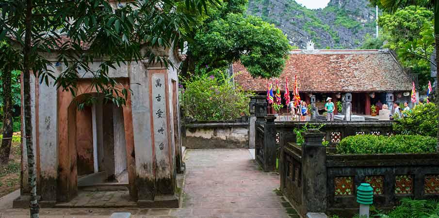 hoa-lu-ancient-capital-temples-vietnam
