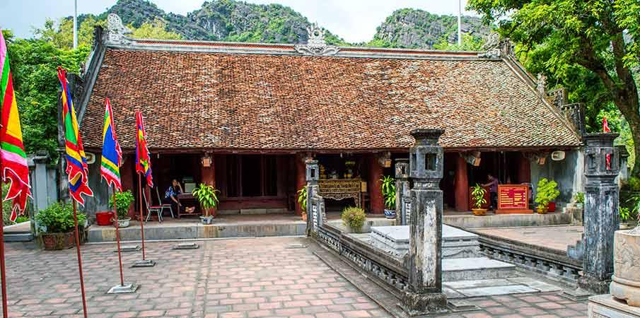 le-dai-hanh-temple-hoa-lu-vietnam