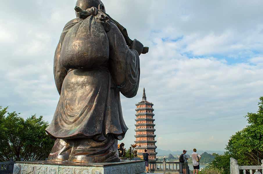 maitreya-statue-stupa-bai-dinh-pagoda-vietnam