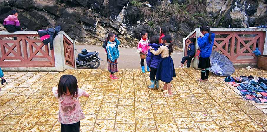 muong-hoa-valley-sapa-children