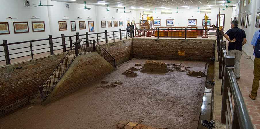 museum-le-dai-hanh-hoa-lu-vietnam2