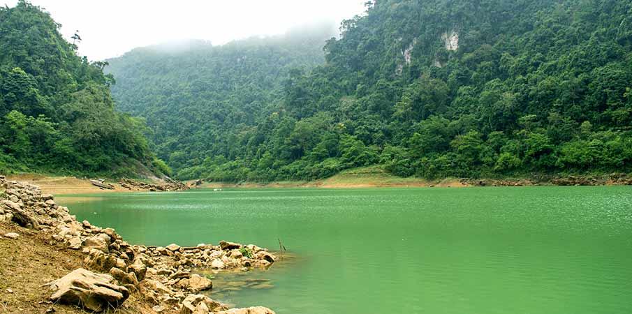 thang-hen-lake-cao-bang-vietnam2